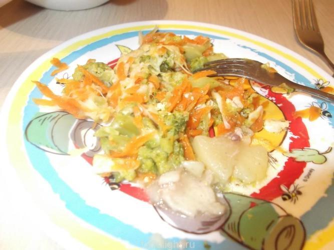 Куриная грудка с морковью, брокколи и сыром graphic
