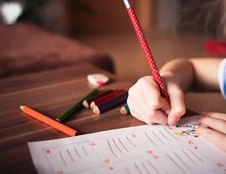 когда нужно учить ребенка писать прописные буквы
