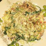 Салат со свежей капустой, рукколой и йогуртом