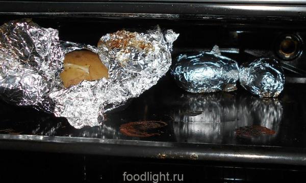 запеченый в фольге картофель