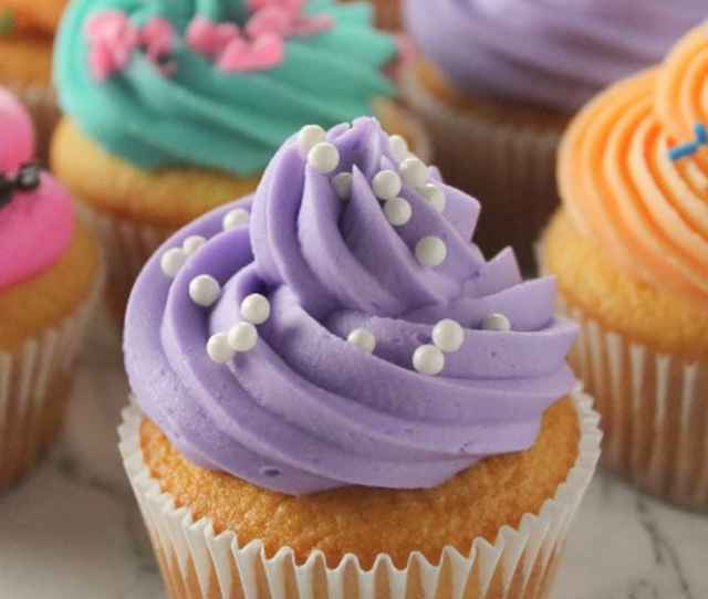 How To Make Bakery Style Cupcakes The Easy Way With A Few Tips And