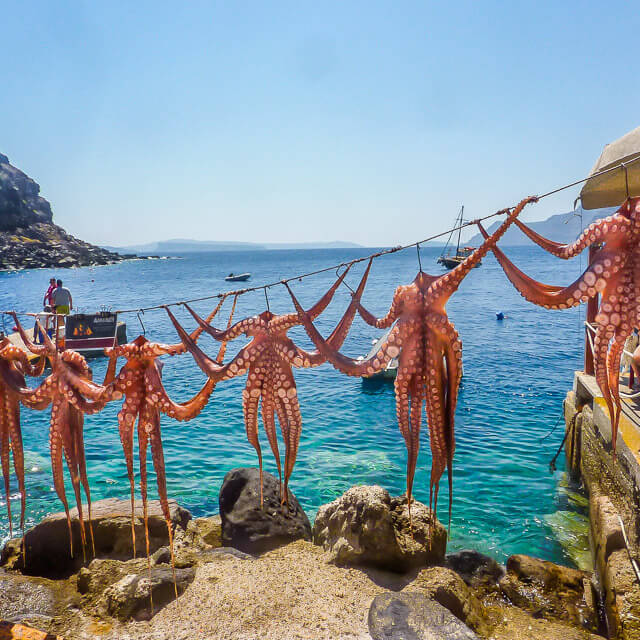 Greece: 10 reasons to visit and their local food