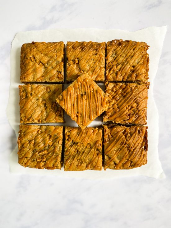 Decorated Sticky Toffee Blondie Recipe - www.foodnerd4life.com
