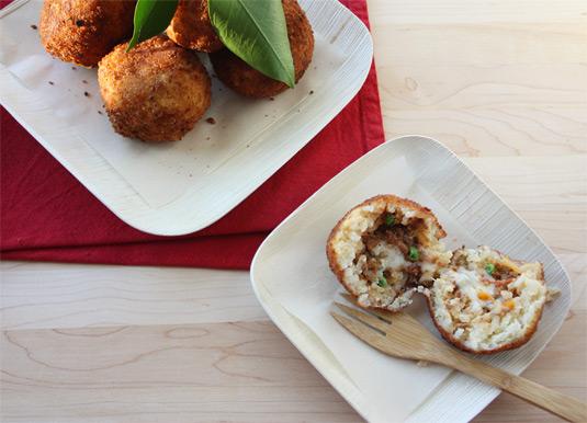 Arancine con Ragù: Fried Rice Balls Stuffed with Meat Sauce