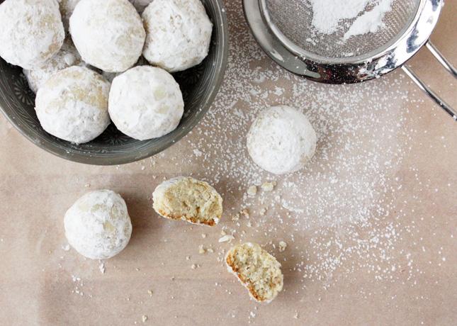 Cardamom Cashew Balls // FoodNouveau.com