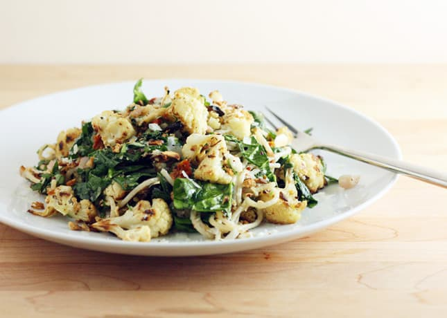 Roasted Cauliflower and Spinach Pasta // FoodNouveau.com