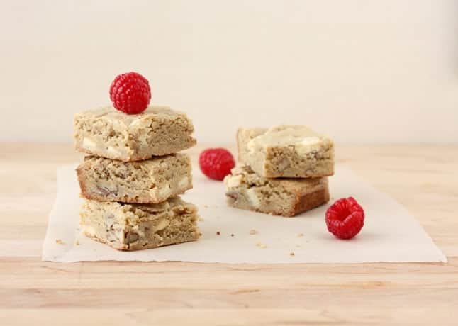 Whiskey, Pecan and White Chocolate Blondies // FoodNouveau.com
