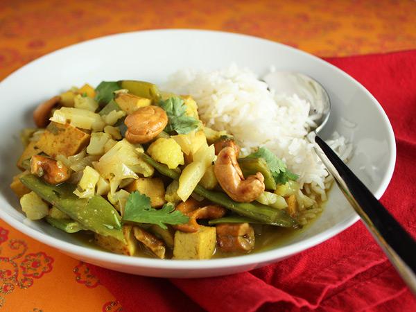 Cauliflower and Cashew Curry // FoodNouveau.com