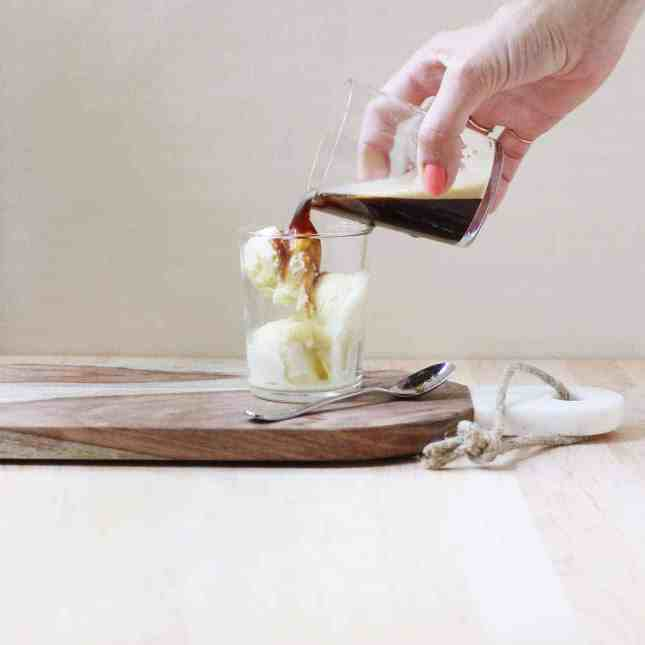 How to Make an Affogato, an extremely easy Italian dessert guaranteed to impress your guests. // FoodNouveau
