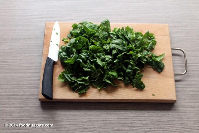 1. Sminuzza gli spinaci