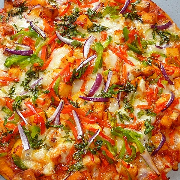 Spicy Paneer Pizza
