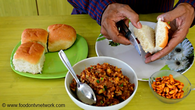How to make Dabeli at home.