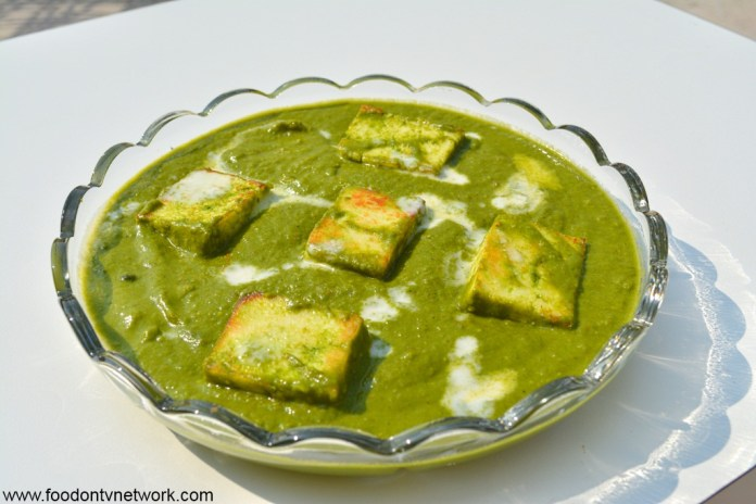 Home made Restaurant Style Palak Paneer Recipe.