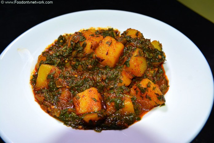 Aloo Palak Recipe, north indian curry recipe, best indian curry recipe, vegetarian curry recipe.
