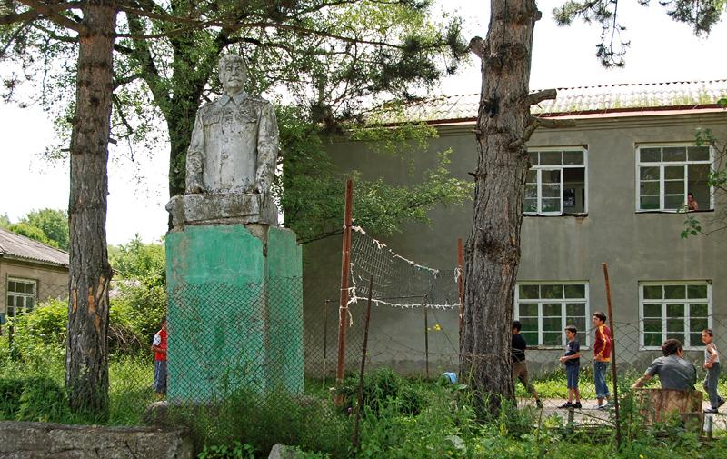 Kobadze - Stalin Statue