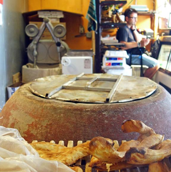 Toné Café - Bread