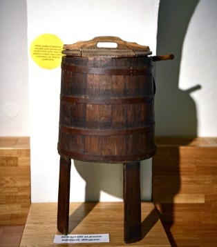 Loštice - Olomouc Cheese Museum - Churn