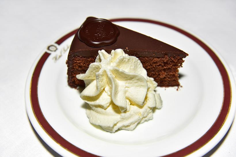 Vienna - Hotel Sacher - Rote Bar - Sacher Torte