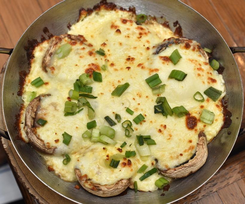 Georgian Cuisine - Cheeseboat - Soko Ketze