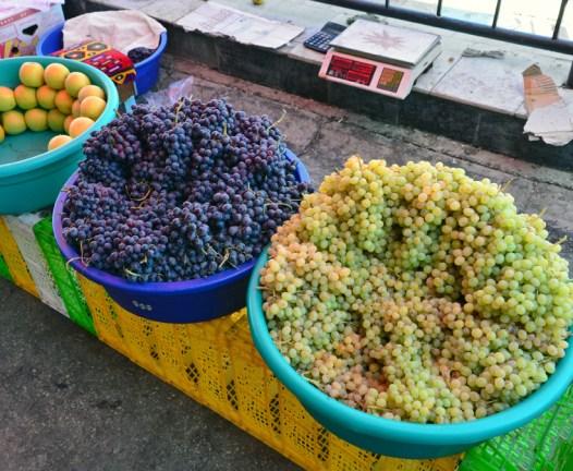 Samarkand - Siyob Bazaar - Grapes