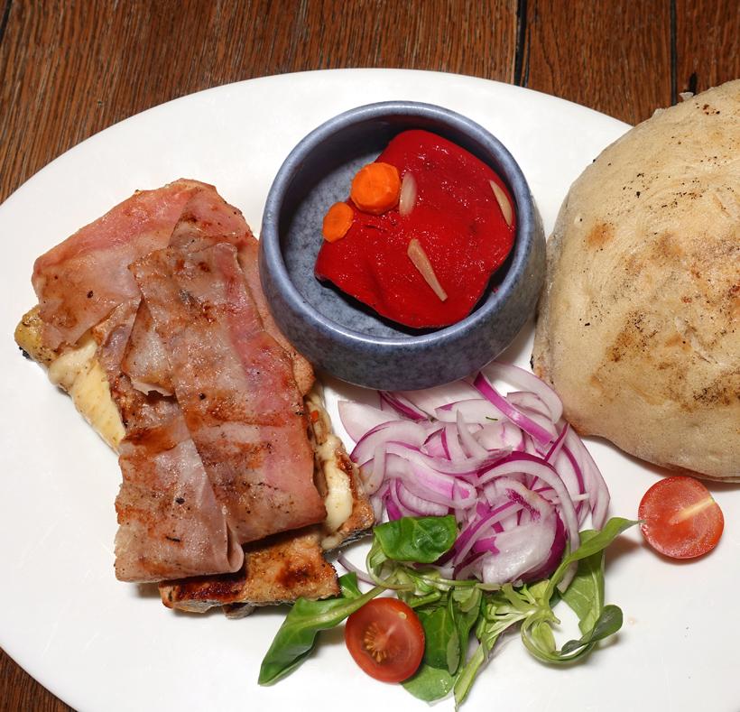 Budapest - Montenegro Gurman Restaurant - Punjena Vješalica