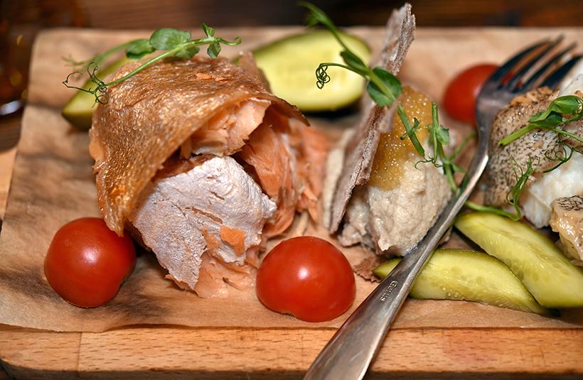 Murmansk - Tsarskaya Okhota Restaurant - Board of Smoked Northern Fish