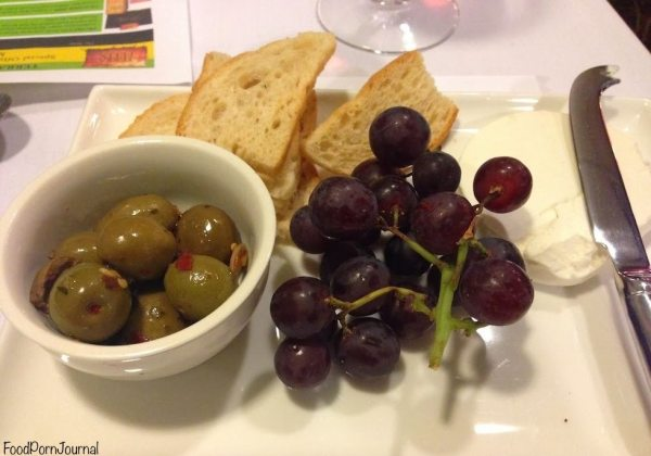 Peppercress cheese grapes