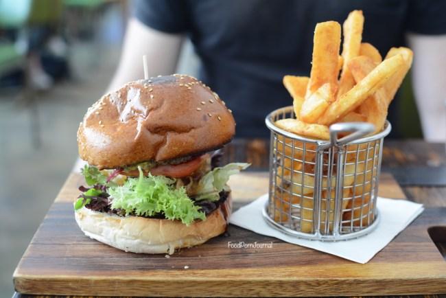 the-gods-cafe-anu-beef-burger