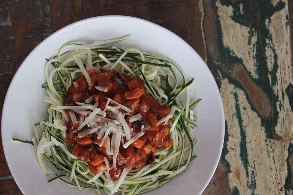 Zoodles met mozzarella-tomatensaus