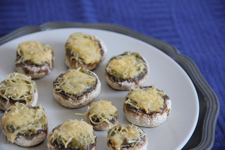 Champignons met pesto en kaas