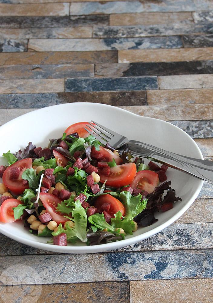 salade salami kikkererwten