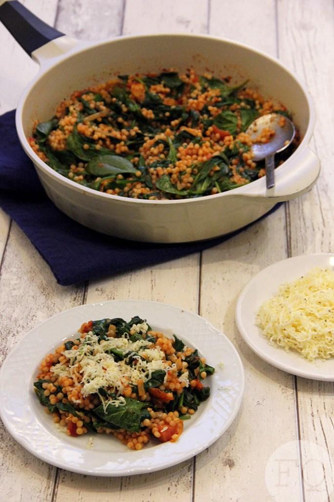 Orzo met spinazie-tomatensaus