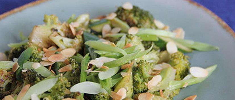 broccoli-bosui-komkommer-amandelschaafsel