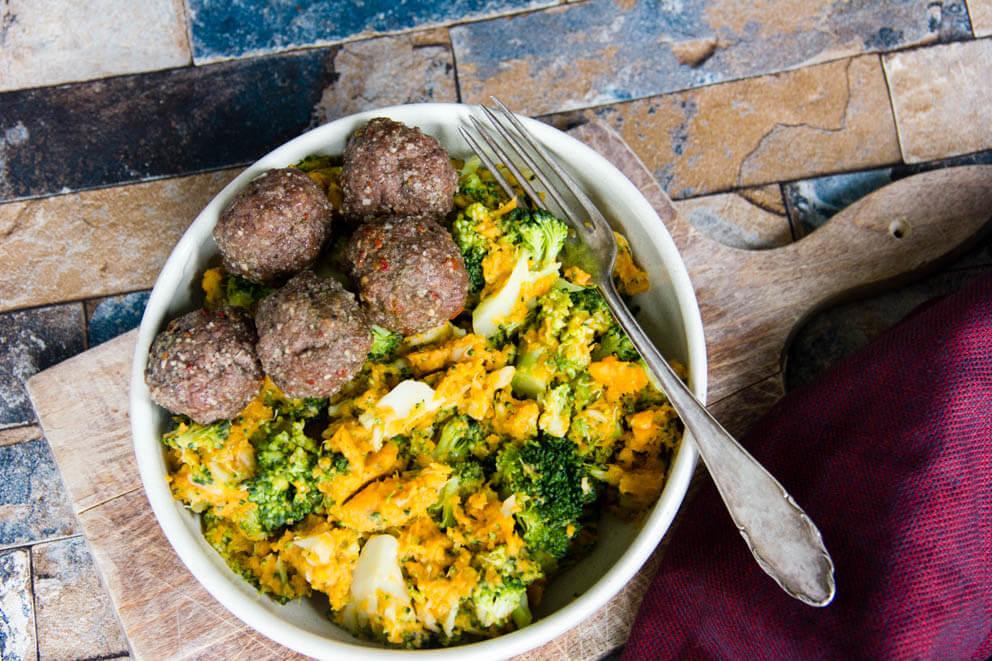 Zoete aardappel-broccoli stamppot met een Italiaans tintje