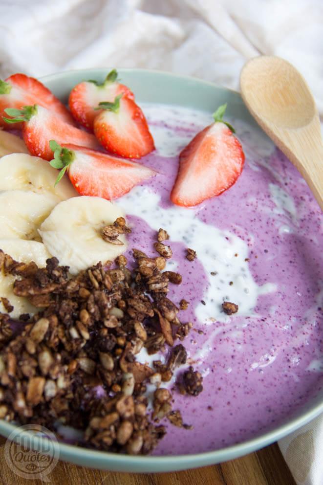 Chia-bosbessen yoghurt met granola