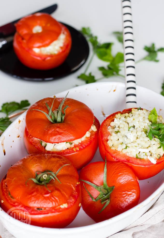Tomaten met parelcouscous feta en kruiden