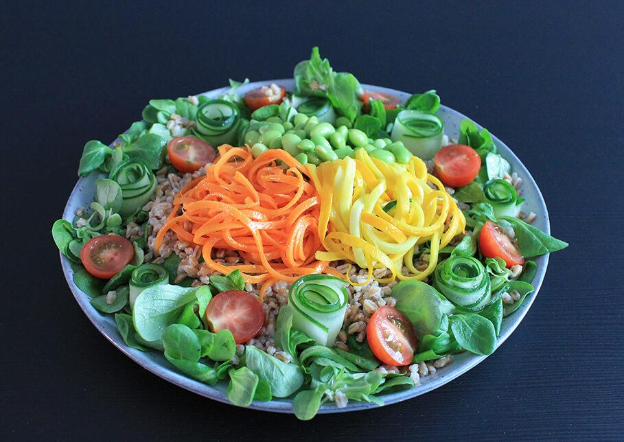 Gezonde buddha bowl met spelt en groenten