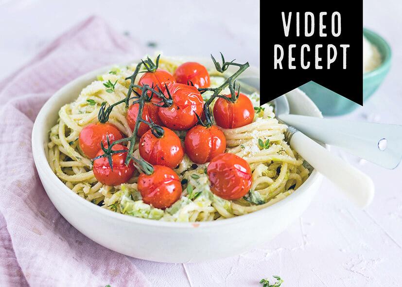 Spaghetti in prei-roomsaus met gepofte honingtomaten