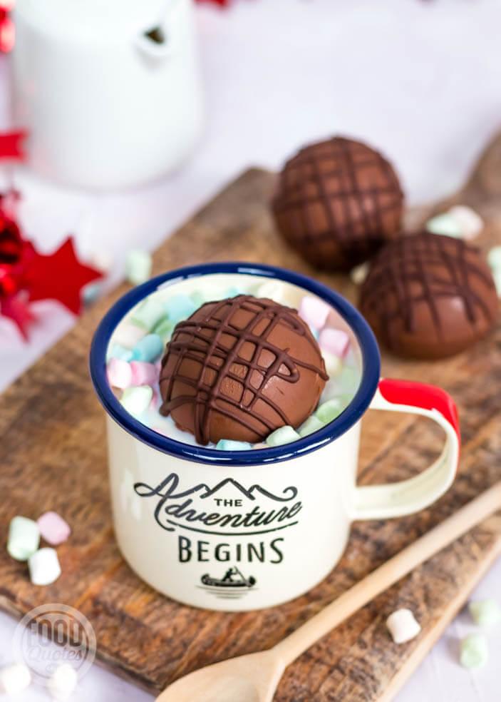 warme chocolademelk bom