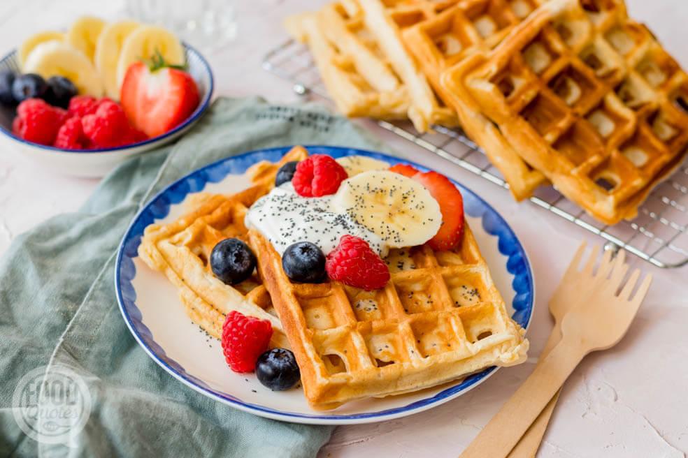 Ontbijt wafels met skyr en fruit