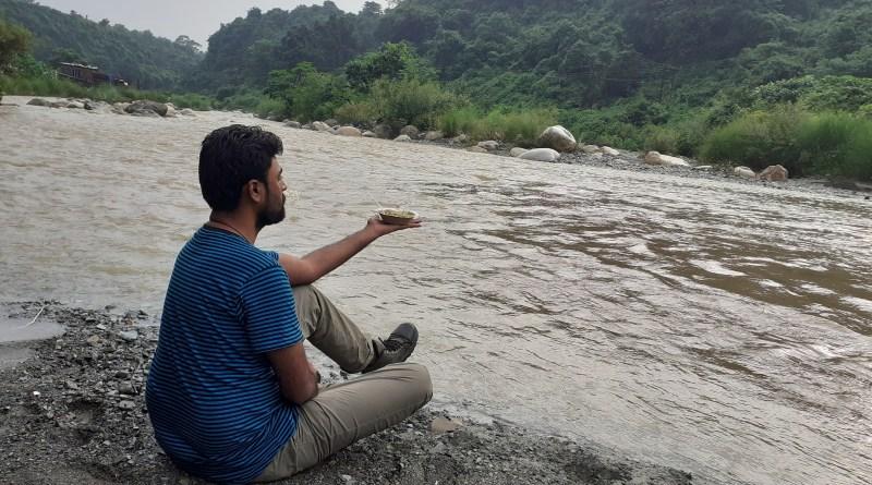 Maggi at the bank of a river