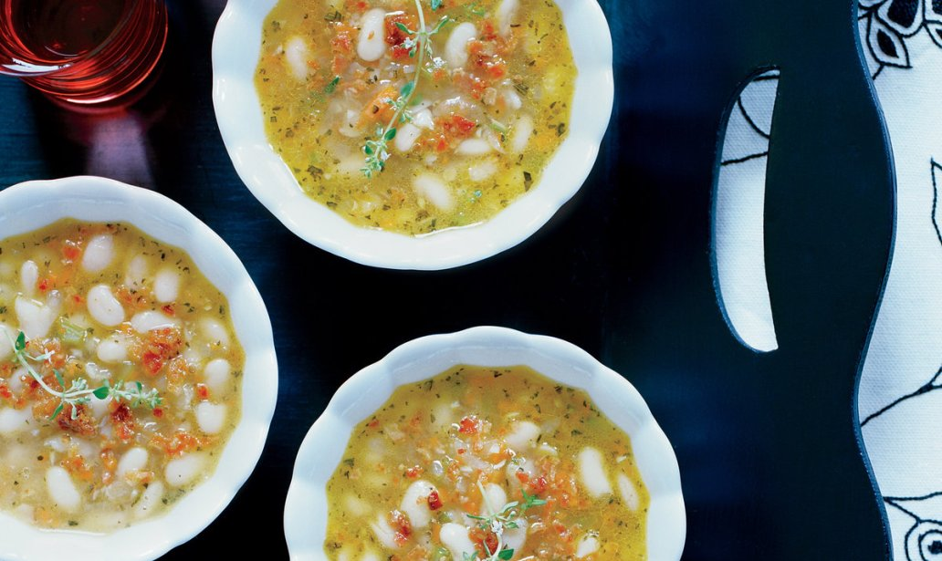 Bacon and white bean soup food recipe