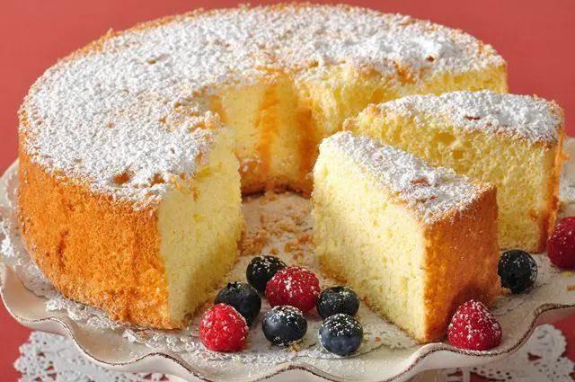 Sponge cake with homemade strawberry jam: Recipe 1