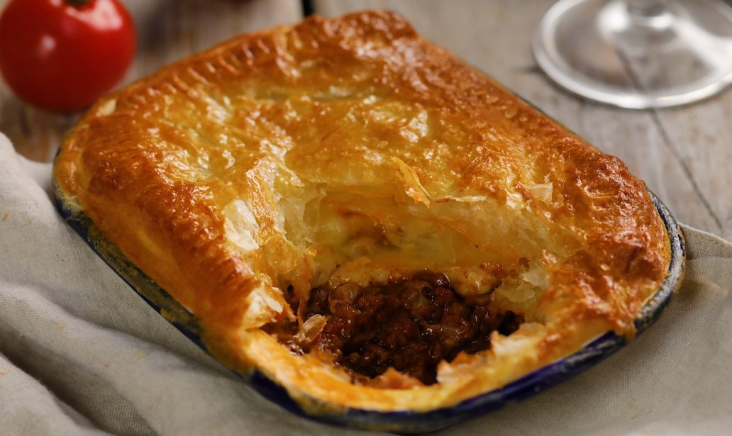 Cheesy garlic bolognese beef pie – Recipe 1