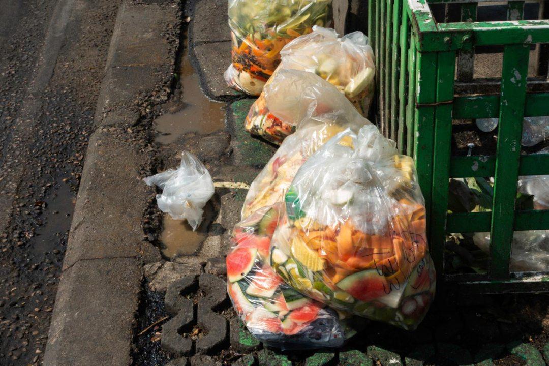 塑料袋裡的食物垃圾