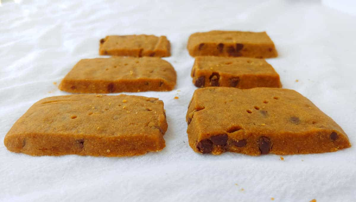 espresso chocolate chip shortbread, in rows