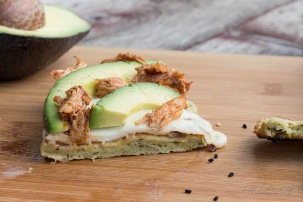 Avocado Naan mit Barbecue Hähnchen