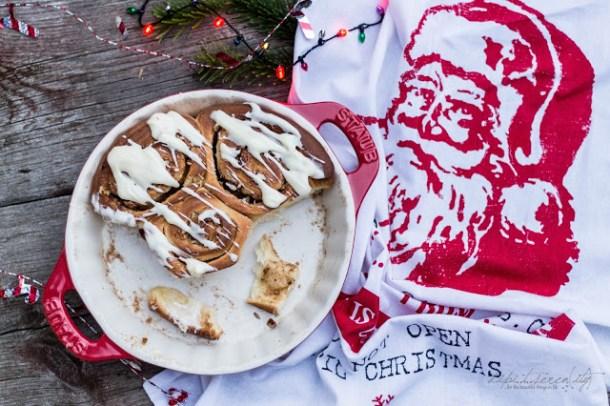 Holiday Morning Cinnamon Rolls / Zimtschnecke