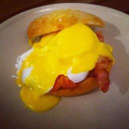 Huevos benedicte
