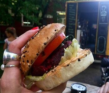 Бургер от фудтрака Hot Truck.